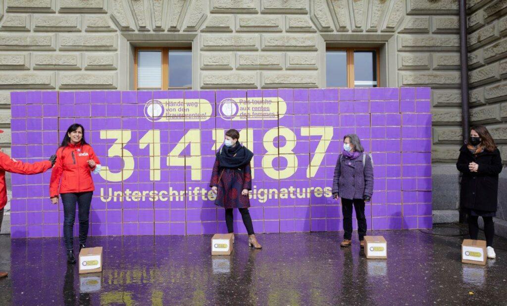 314187 x « Pas touche aux rentes des femmes ! »