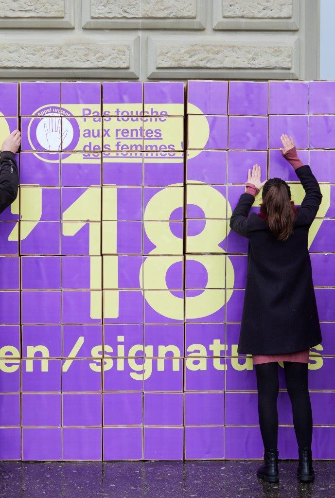 Unterschriftenübergabe: 314'187 x Hände weg von den Frauenrenten